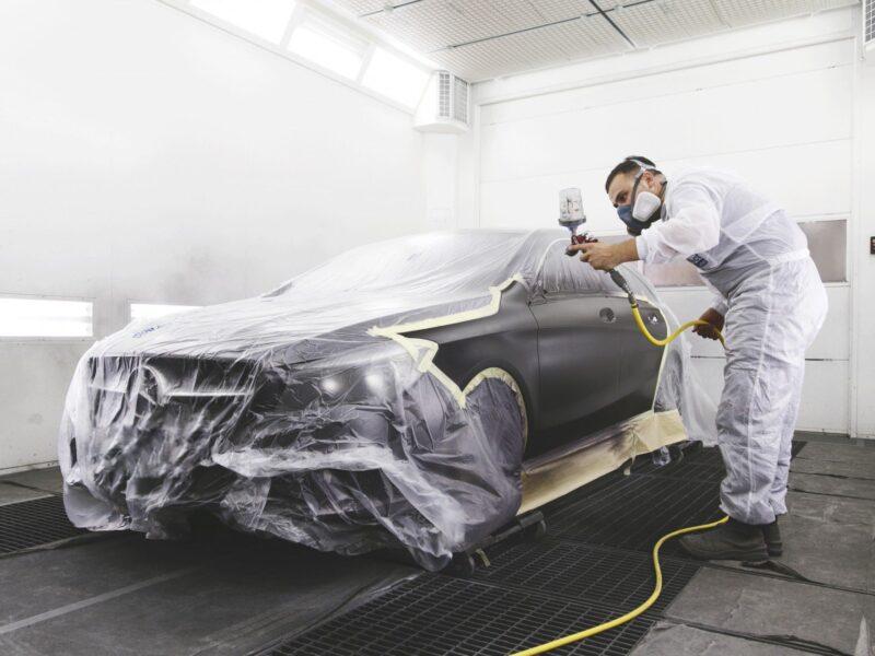 Herstellen van schade aan auto's